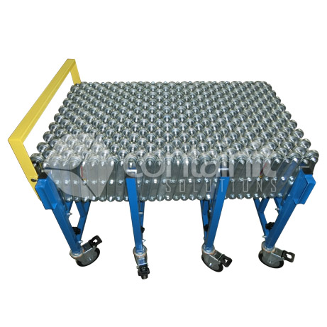 Expandable conveyor with steel skates